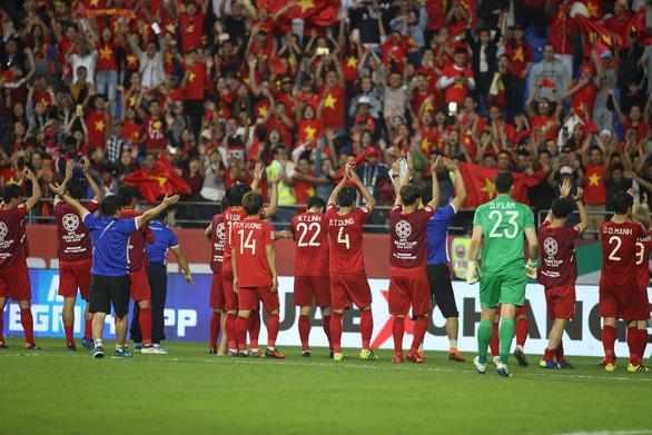 Cầu thủ Việt Nam vui nổ trời sau chiến thắng trước Jordan - Ảnh 7.