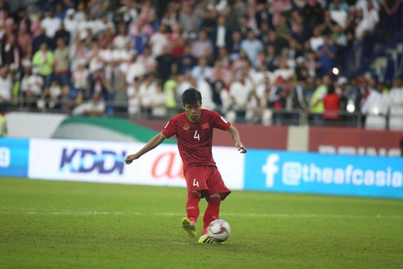 Công Phượng, Văn Lâm, Tiến Dũng hay nhất trận thắng Jordan - Ảnh 3.