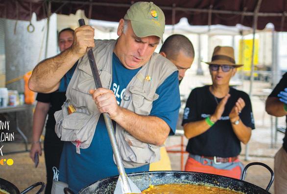 Đầu bếp cứu đói người thiếu ăn ở Mỹ - Ảnh 1.