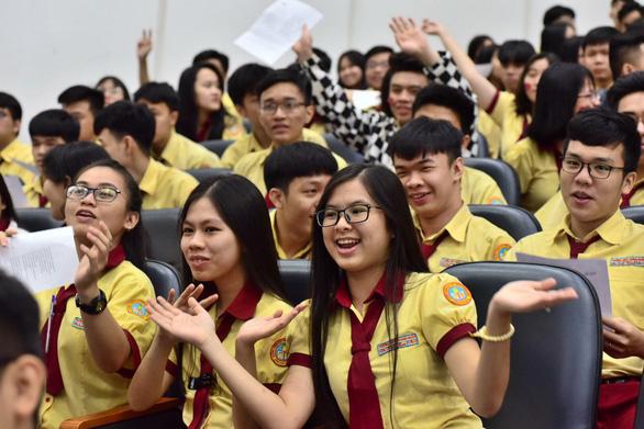 Học sinh đổ về ngày hội tư vấn tuyển sinh hướng nghiệp tại TP.HCM - Ảnh 1.