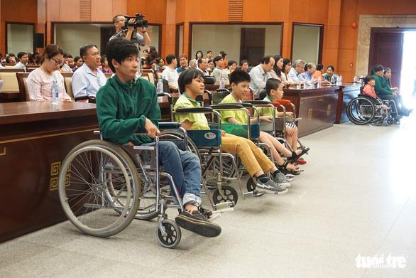 Tết đến sớm với người khuyết tật và trẻ em mồ côi TP.HCM - Ảnh 5.