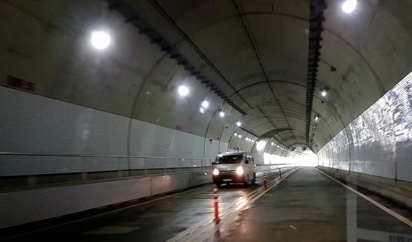 Thông xe hầm đường bộ 4.000 tỉ đồng qua đèo Cù Mông - Ảnh 5.