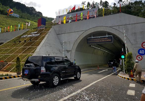 Thông xe hầm đường bộ 4.000 tỉ đồng qua đèo Cù Mông - Ảnh 3.