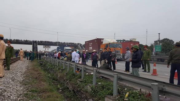 Bộ trưởng GTVT Nguyễn Văn Thể: Đây là vụ tai nạn đặc biệt nghiêm trọng! - Ảnh 1.