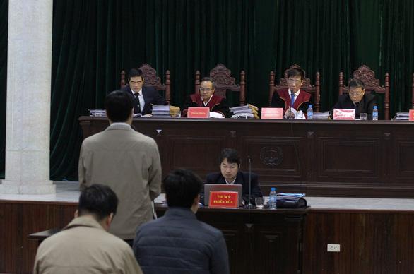 Tạm dừng xử 4 lãnh đạo Lọc hóa dầu Bình Sơn để xác minh chứng cứ mới - Ảnh 1.