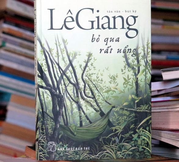 Nhà thơ Lê Giang nhận giải thưởng văn học TP.HCM ở tuổi 90 - Ảnh 2.