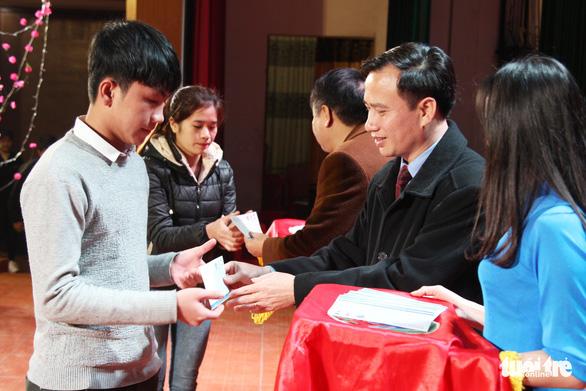 Tết ấm cho gần 400 sinh viên xứ Nghệ - Ảnh 1.