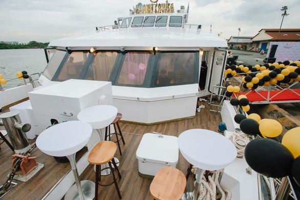 Trải nghiệm đẳng cấp trên du thuyền 4 sao Khanh Cruise - Ảnh 2.