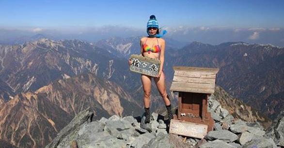 Ngã xuống vực sâu, 'nhà leo núi bikini' Đài Loan tử nạn - Ảnh 3.