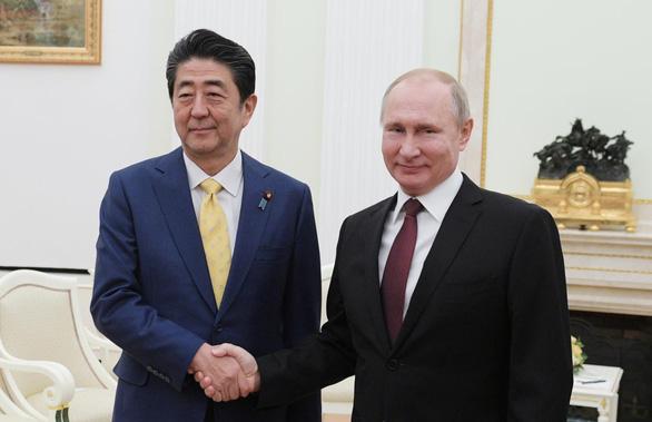 Hòa ước vẫn bế tắc sau thượng đỉnh lần 25 Abe-Putin - Ảnh 1.