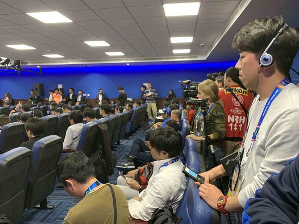 Phóng viên Nhật tràn ngập buổi họp báo của HLV Hajime Moriyasu - Ảnh 7.