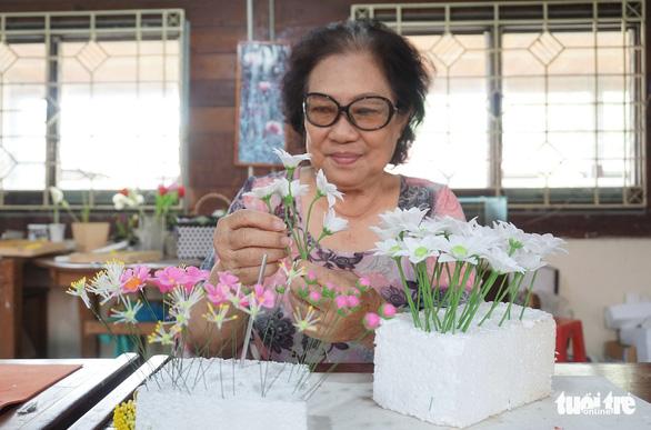Đất nở hoa trên tay người khuyết tật - Ảnh 2.