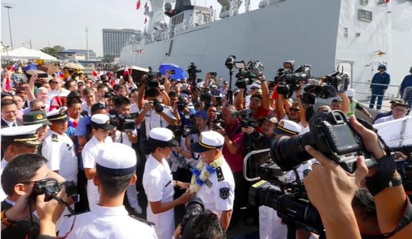 Philippines lần đầu đưa tàu chiến tới Trung Quốc duyệt hạm - Ảnh 2.
