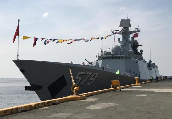 Philippines lần đầu đưa tàu chiến tới Trung Quốc duyệt hạm - Ảnh 1.