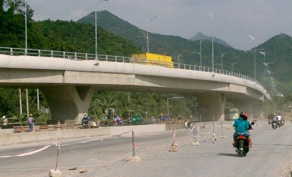 Khánh Hòa thông xe hai cầu vượt trên quốc lộ 1 - Ảnh 1.