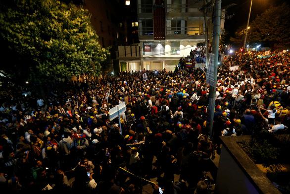 Mỹ công nhận tổng thống lâm thời mới tại Venezuela, biểu tình lan rộng - Ảnh 1.