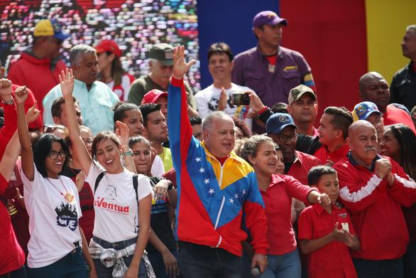 Mỹ công nhận tổng thống lâm thời mới tại Venezuela, biểu tình lan rộng - Ảnh 10.