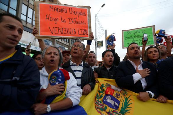 Mỹ công nhận tổng thống lâm thời mới tại Venezuela, biểu tình lan rộng - Ảnh 2.