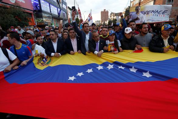 Mỹ công nhận tổng thống lâm thời mới tại Venezuela, biểu tình lan rộng - Ảnh 3.