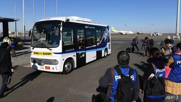 Sân bay Tokyo thử nghiệm xe buýt không người lái - Ảnh 1.