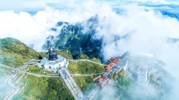 Du xuân ngày đầu năm: Bái Phật tại thành phố trong mây - Ảnh 1.