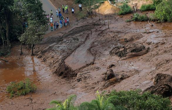 Vỡ đập ở Brazil, 300 người mất tích - Ảnh 1.