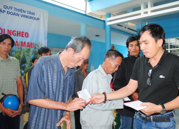 Xã nghèo nhất huyện nhận quà tết từ báo Tuổi Trẻ và quỹ Thiện Tâm   - Ảnh 2.