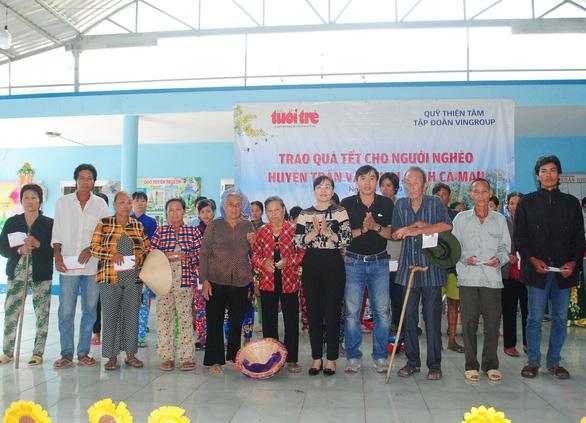 Xã nghèo nhất huyện nhận quà tết từ báo Tuổi Trẻ và quỹ Thiện Tâm   - Ảnh 1.