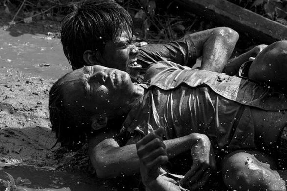 Nhà sản xuất phim Ròm bị xử phạt 40 triệu đồng và buộc tiêu hủy tang vật - Ảnh 1.