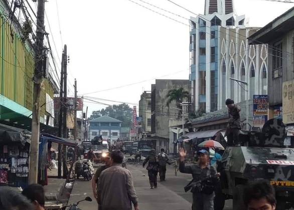 Đánh bom kép ở Philippines: 21 người chết, 71 người bị thương - Ảnh 1.