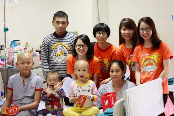 Mang Tết yêu thương đến với bệnh nhi ung thư tại Hà Nội - Ảnh 9.