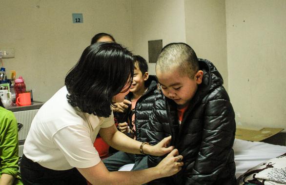 Mang Tết yêu thương đến với bệnh nhi ung thư tại Hà Nội - Ảnh 7.