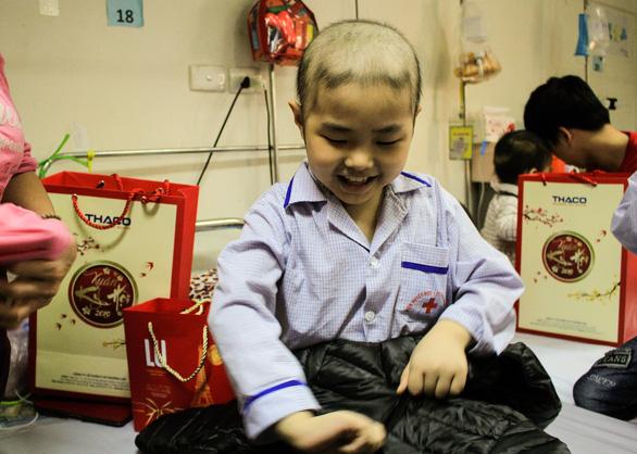 Mang Tết yêu thương đến với bệnh nhi ung thư tại Hà Nội - Ảnh 6.