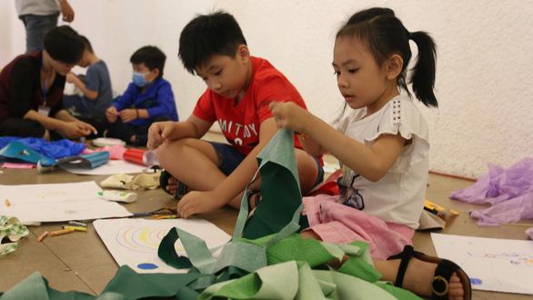 Dạy trẻ sáng tạo với rác sạch - Ảnh 1.