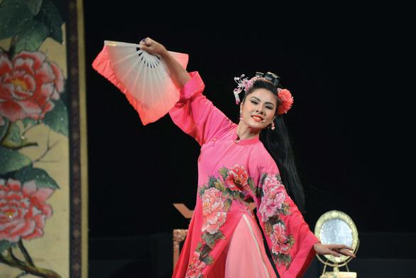 Vân Trang: bị cuốn hút bởi ánh đèn sân khấu - Ảnh 1.