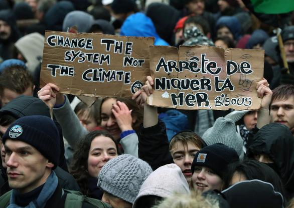 150.000 người châu Âu xuống đường phản đối khủng hoảng khí hậu - Ảnh 1.