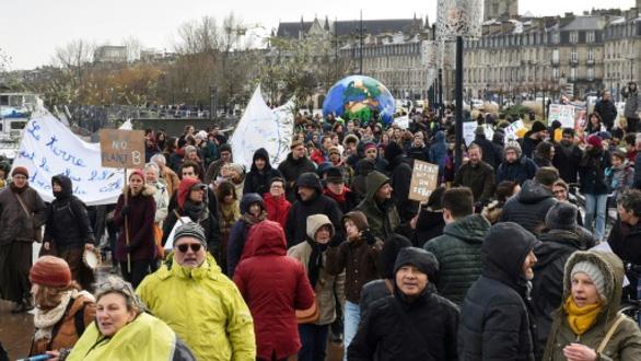 150.000 người châu Âu xuống đường phản đối khủng hoảng khí hậu - Ảnh 3.