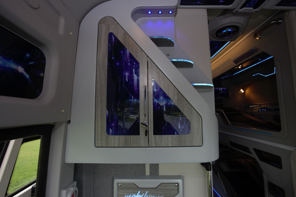 Trải nghiệm khoang thương gia trên xe bus Thaco Mobihome thế hệ mới - Ảnh 4.