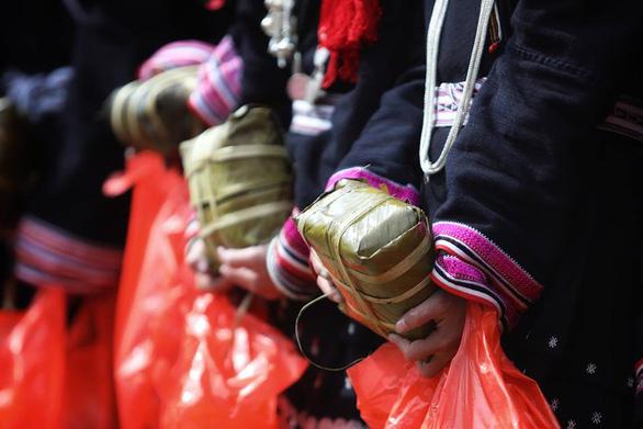 Hhen Niê cùng bạn trẻ Hà Nội lên Tây Bắc tặng bánh chưng yêu thương - Ảnh 3.
