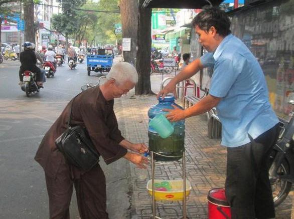 Người Việt Nam hào sảng qua những hành động giản đơn thế này! - Ảnh 2.