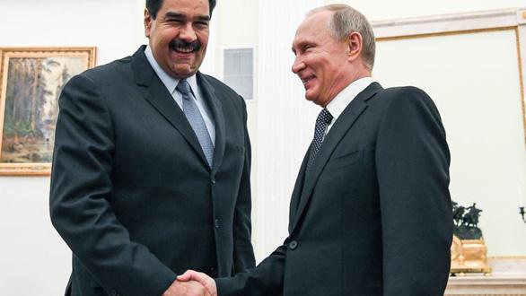 Bị Mỹ trừng phạt, Venezuela lại bị Nga đòi nợ - Ảnh 1.