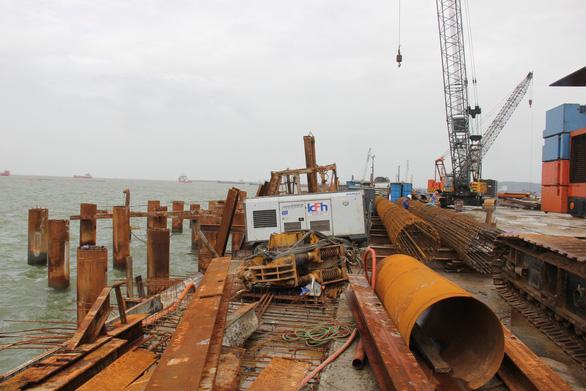 Nhận chìm vật chất ở Quảng Ngãi do tiến độ quá gấp - Ảnh 1.