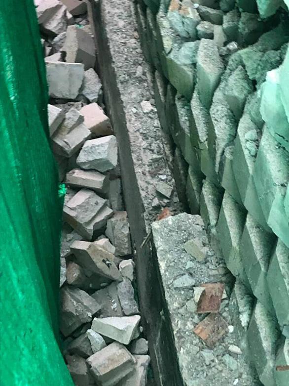 Di tản khẩn 18 hộ dân vì sợ bức tường thành dự án Đồi Xanh sụp đổ - Ảnh 6.