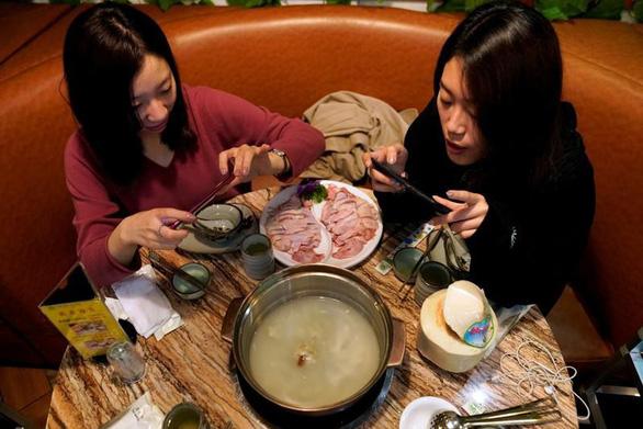 Vua ẩm thực Hong Kong khiến người Trung Quốc sôi máu vì chê món lẩu - Ảnh 3.