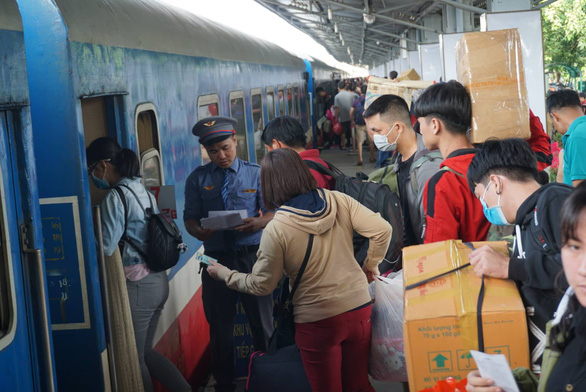 8h ngày 20-10 mở bán vé tàu Tết Canh Tý 2020 - Ảnh 1.