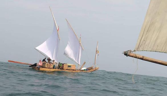 7 gã lãng tử vượt ngàn hải lý trên chiếc bè tre - Ảnh 1.