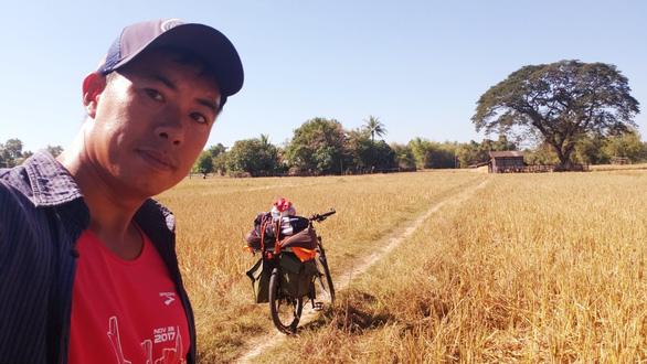 Người Việt đầu tiên chạy 4.500km từ Hà Nội đến Singapore - Ảnh 11.