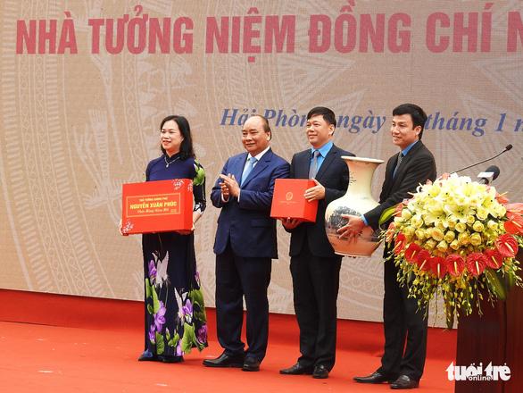 Thủ tướng Nguyễn Xuân Phúc chúc Tết công nhân cảng Hải Phòng - Ảnh 3.
