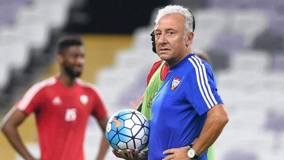 HLV từng vô địch Asian Cup chia tay UAE sau trận thua đậm Qatar - Ảnh 1.