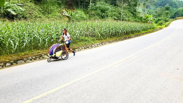Người Việt đầu tiên chạy 4.500km từ Hà Nội đến Singapore - Ảnh 3.